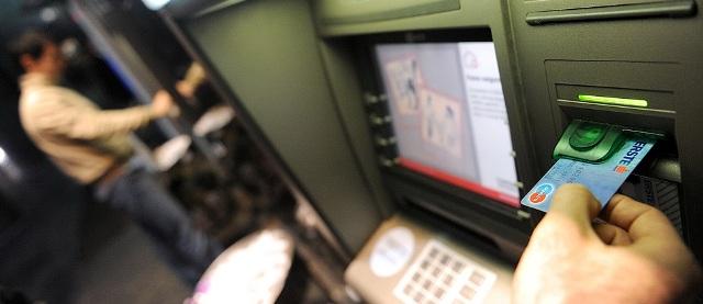 RIJEKA, 11.01.2011. JADRANSKI TRG, ERSTE BANKA, KREDITI, ERSTE NE DAJE KREDITE, BANKOMAT, KARTICA, ILUSTRACIJA SNIMIO PETAR FABIJAN